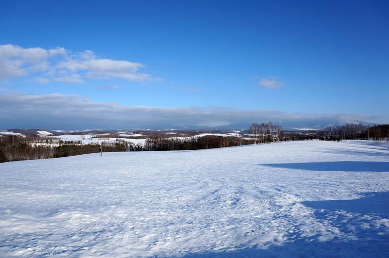 雪の深山峠