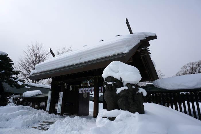冬の札幌護国神社