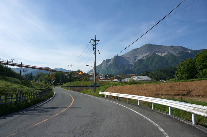 武甲山へ向かう道