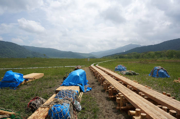 尾瀬ヶ原の木道更新工事