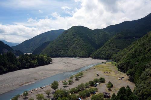 谷瀬の吊橋から望む熊野川