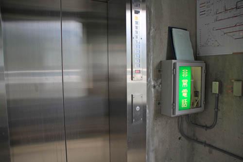 大町ダムエレベーター