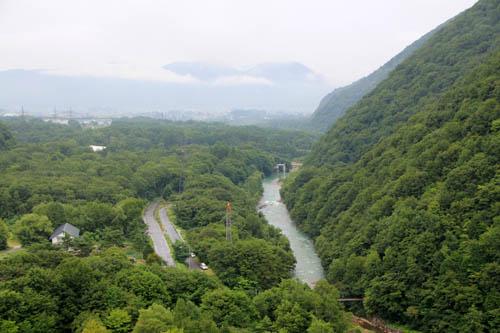 大町ダムから望む高瀬川