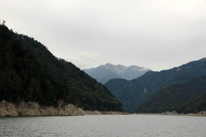 黒部湖と赤牛岳