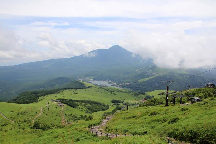 車山からの蓼科山と白樺湖