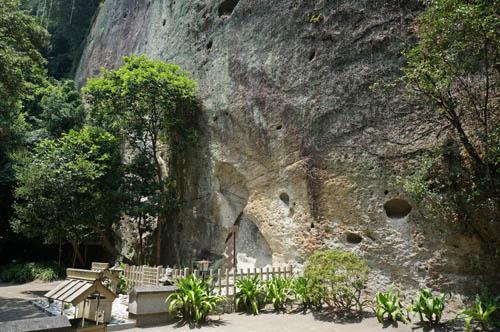 花の窟屋神社