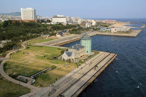 舞子海上プロムナードから見下ろす舞子公園