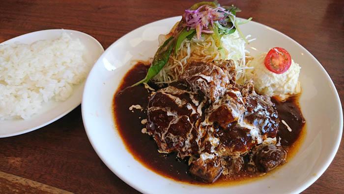 神戸洋食屋どれみ軒のハンバーグ