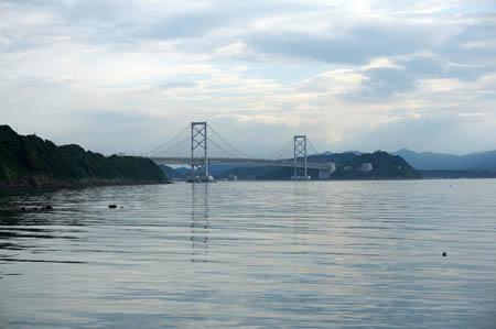 伊毘海水浴場からの大鳴門橋