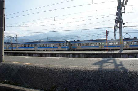 西条駅と石鎚山