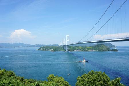 来島海峡大橋と馬島
