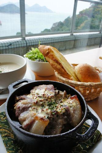 風のレストランのダッチオーブン料理と眺望