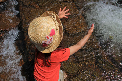 マウンテンストリーム岸本で遊ぶ幼児