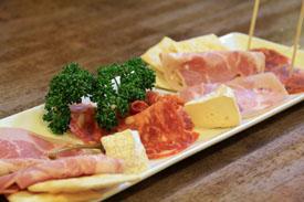 プレミアムハムとスナックチーズ