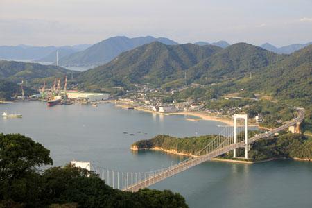 カレイ山展望台からの大島大橋と伯方島