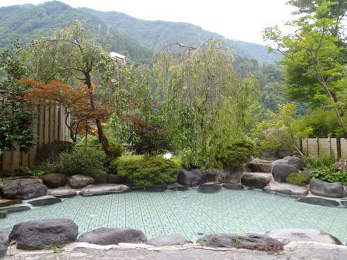 喜泉露天風呂渓谷