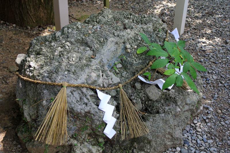 猿田彦神社のさざれ石