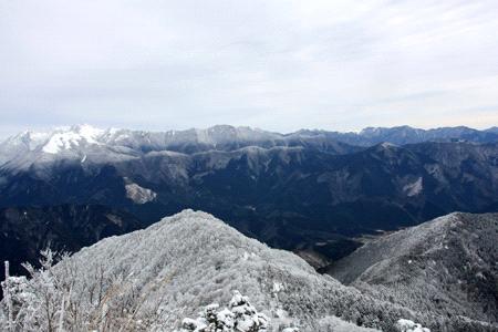 冬の四国の山