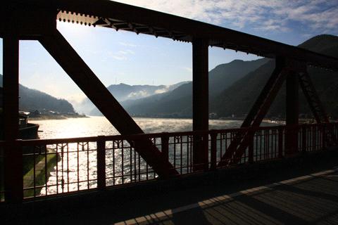 長浜大橋と肱川