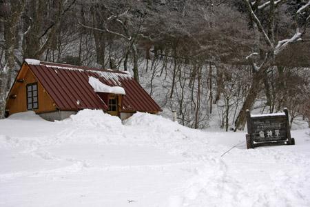雪の愛大小屋