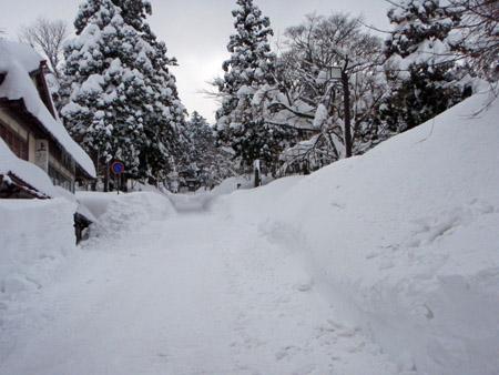 大雪の大山寺参道