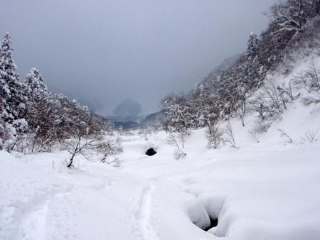 雪の佐陀川