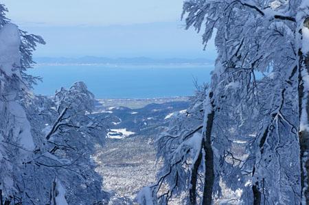 霧氷と日本海