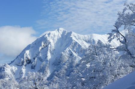 雪の三鈷峰