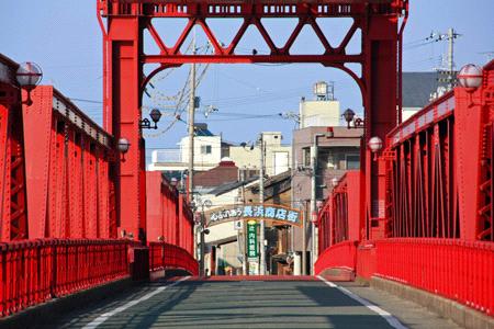 長浜大橋と長浜商店街