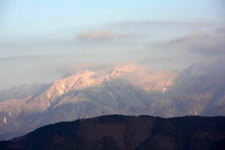 塩ヶ森ふるさと公園からの石鎚山