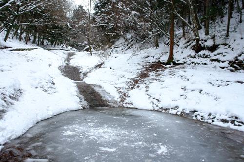 凍結した滑川渓谷