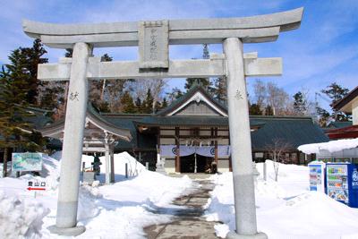 雪の石鎚神社成就社