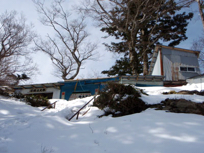 冬の前社森休憩所