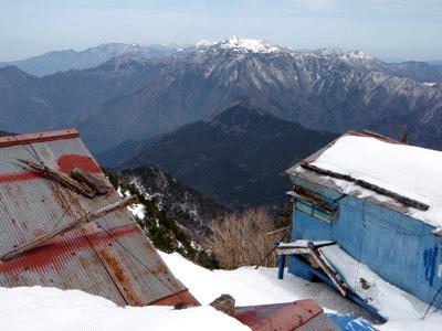 冬の二の鎖小屋