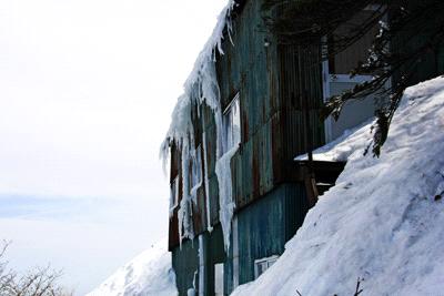冬の石鎚山三の鎖小屋