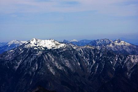 冬の瓶が森と四国山脈