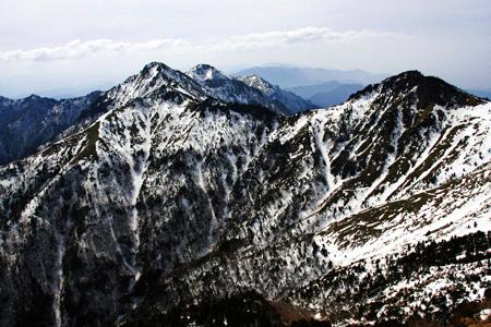 冬の西ノ冠岳とニノ森