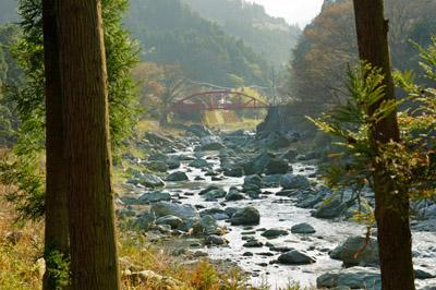 石鎚ふれあいの里を流れる加茂川