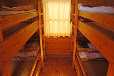 石鎚ふれあいの里ケビン寝室