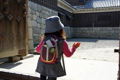 幼児連れ松山城