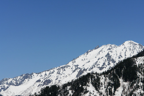 残雪の槍ヶ岳遠望