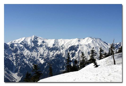西穂高稜線から望む雪の笠ヶ岳