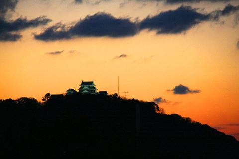 エコ道後屋上からの松山城