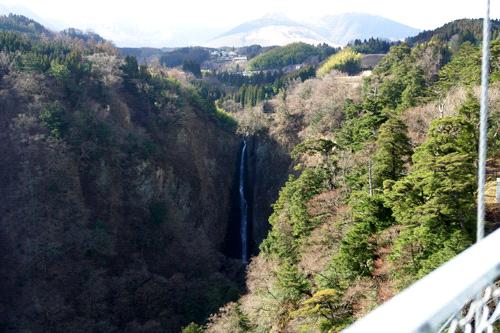 """九重""""夢""""大吊橋からの震動の滝"""