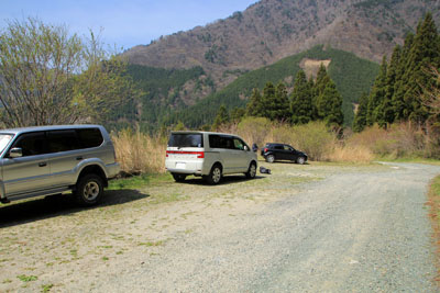 笹ヶ峰南側登山口駐車スペース
