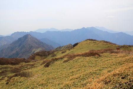 笹ヶ峰からの寒風山と伊予富士