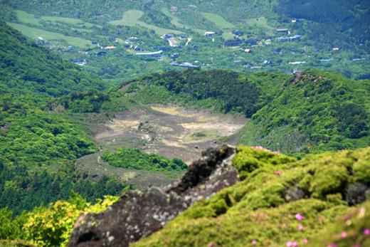 平治岳から見下ろす雨ヶ池越