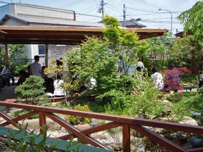 山越うどん中庭