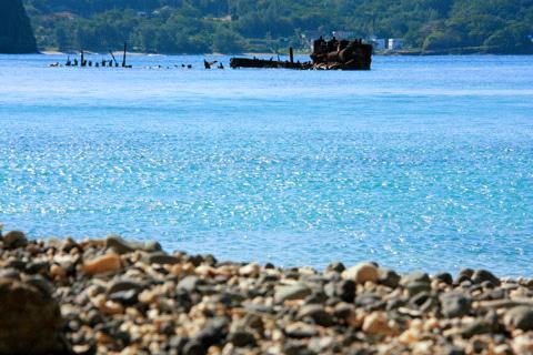 境浦の座礁船