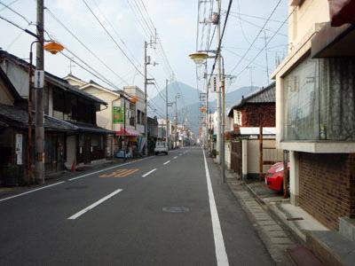 大川製麺所の前の道